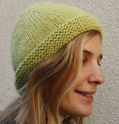 A simple and very hot bonnet that is a ball. Knitting Accessories, Women Accessories, Knit Crochet, Crochet Hats, Knitting Needles, Beret, Knitted Hats, Beanie, Simple