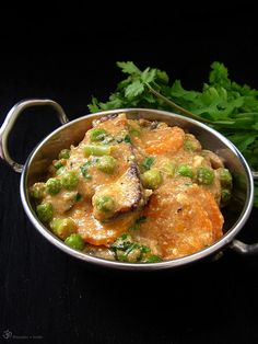 Paneer na sposob shahi Indian Cheese, Green Peas, Thai Red Curry, Carrots, Indie, Ethnic Recipes, Food, Carrot, Meal