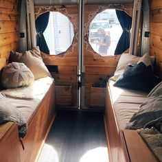 Interior envy is a real thing and you're looking right at it. For all you seeking van build out details, @tinyhousetinyfootprint has the story LINK IN PROFILE of @homesweetvan and their Sprinter van conversion. Invaluable stuff guys. #vanlifediaries to give your home some wheels.