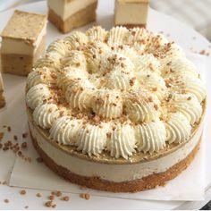 """עוגת """"בלונדי"""" - עדיקוש Cake Icing, Fondant Cakes, Cheesecake Recipes, Dessert Recipes, Israeli Food, Floral Wedding Cakes, Delicious Donuts, Pastel, Arabic Food"""