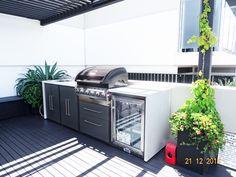 backyard design – Gardening Tips Outdoor Bbq Kitchen, Outdoor Kitchen Design, Outdoor Kitchens, Outdoor Barbeque Area, Backyard Pool Designs, Backyard Patio, Outdoor Rooms, Outdoor Living, Outdoor Decor