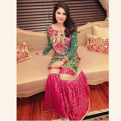 How gorgeous does my doll Ifrah look in this gharara! 😍😍😍😍 Such a great combination with fab embroidery x Pakistani Mehndi Dress, Pakistani Formal Dresses, Pakistani Couture, Pakistani Bridal, Pakistani Outfits, Indian Dresses, Mehendi, Indian Outfits, Pakistani Gharara