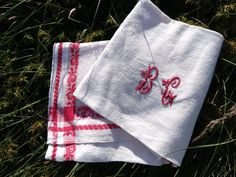 Large Antique French Empire Tea Towel. Red Bourdon Monogram hand embroidered. Made of high quality white damask cotton with red floral design.   Size : 24.5 X 31 in. = 62.5 x 79 cm  Good Vintage condition. GORGEOUS piece.  Gorgeous typical French Empire damask dish cloth  !    Free shipping- 1 week delivery to the US      Please find some more Antique and Vintage French Porcelain , home decor and more in my shop…