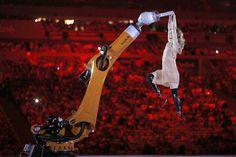 Amy Purdy all'apertura delle paralimpiadi di Rio de Janeiro, 7 settembre (AP Photo/Mauro Pimentel)