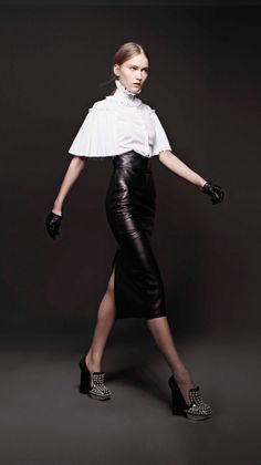 Alexander McQueen ready-to-wear Autunno Inverno - Vogue. Passion For Fashion, Love Fashion, High Fashion, Fashion Looks, Fashion Design, Alexander Mcqueen, Fashion Seasons, Mode Style, Women's Dresses
