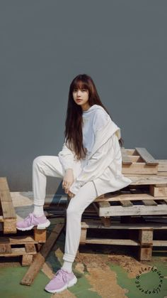 Lisa One Of The Best And New Wallpaper Collection. Lisa Blackpink Most Famous Popular And Cute Wallpaper Photo And Image Collection By WaoFam. Kim Jennie, Blackpink Video, Foto E Video, Blackpink Fashion, Korean Fashion, Kpop Girl Groups, Kpop Girls, Foto Rose, Lisa Blackpink Wallpaper