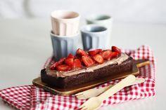 10 διαφορετικά γλυκά με 3 μόνο υλικά | Cool Artisan Vegan Brownie, Brownies, Waffles, Artisan, Vegetarian, Diet, Baking, Breakfast, Recipes