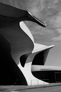 Trans World Airline Terminal 5 Kennedy Airport Eero Saarinen photo by Peter Brandt Photographer Organic Architecture, Futuristic Architecture, Amazing Architecture, Contemporary Architecture, Art And Architecture, Architecture Details, Luigi Snozzi, Colani, Eero Saarinen