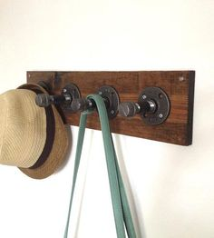 Reclaimed-wood-and-pipe-coat-rack-1384527637