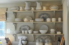 Pretty open shelving in country kitchen Kitchen Lighting Design, Kitchen Lighting Fixtures, Light Fixtures, New Kitchen, Kitchen Decor, Kitchen Ideas, Awesome Kitchen, Kitchen Inspiration, Kitchen Styling