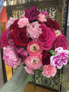 Bouquet da sposa fiori per matrimonio rose rosse ranuncoli allestimenti per matrimonio centrotavola
