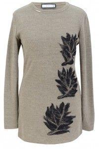 Bardzo fajny i długi sweter, który wpada w oko. Ciekawe i oryginalne