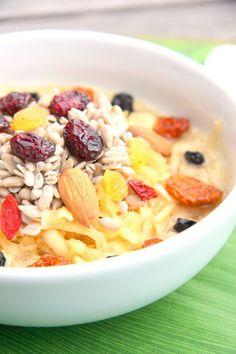 Petit déjeûner de poulette aux graines de tournesol et fruits Sans gluten, sans lactose, végétalien.