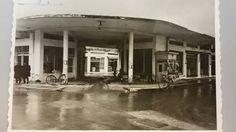Η αγορά στην οδό Όθωνος, τώρα Αποστολοπούλου. Φωτογραφία του 1968. Greece, Mansions, House Styles, Outdoor Decor, Home Decor, Greece Country, Decoration Home, Room Decor, Fancy Houses