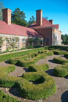 George Washington personally oversaw the design of his landscape, which nods to . Garden Landscape Design, Garden Landscaping, Mount Vernon Virginia, When To Plant Vegetables, Evergreen Hedge, Famous Gardens, English Country Gardens, Terrace Garden, Stunning View