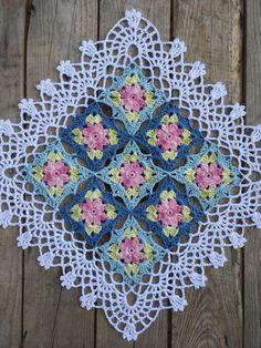 Äntligen har jag fått tid att sätta mig ner och skriva ner mönstret till min lilla Wilde flower ruta, som jag igentligen skulle har gjort för längesedan….men tiden har helt enkelt inte räckt …
