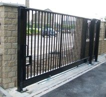 8 Unbelievable Cool Tips: Iron Fence Gate fence wall lattices.Vinyl Fence Tips gabion fence outdoor living. Small Fence, Front Yard Fence, Fence Gate, Fenced In Yard, Horizontal Fence, Driveway Gate, Dog Fence, Gabion Fence, Concrete Fence