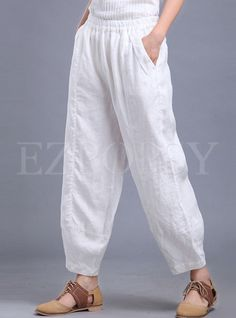 Best 12 Shop Oversize Linen Lantern Pant at EZPOPSY. Salwar Designs, Blouse Designs, Fashion Pants, Boho Fashion, Fashion Outfits, Linen Pants Outfit, Salwar Pants, Pantalon Large, Pants For Women