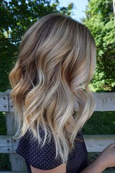 Hair Styles 2018 Appealing Vanilla Blonde Balayage Chunky Wavy Hair … Hair Styles 2018 Appealing Vanilla Blonde Balayage Chunky Wavy Hair Kjbhair Pic For Color And Trend Ultra Flirty Blonde Hairstyles You Have To Try — Style Estate Balayage Blond, Hair Color Balayage, Ombre Hair Color, Hair Highlights, Short Balayage, Blonde Color, Baylage Blonde, Balayage Hairstyle, Silver Highlights