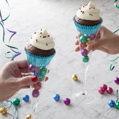 Ring in the new year with these sweet, kid-friendly Chocolate Cupcakes. Fill a champagne glass with bright decor and top with your cupcake creation for a treat they'll toast to! New Year's Desserts, Christmas Desserts, Holiday Treats, Christmas Cookies, Delicious Desserts, Diy Christmas, Christmas Ornament, Holiday Recipes, New Year's Cupcakes