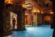 North Carolina: The Omni Grove Park Inn in Asheville - Incredible Romantic Getaways in Every Southern State - Southernliving. One of the main attractions of this century-old Southern innis its $50-million subterranean spa, a 43,000-square-foot space with solid rock walls, tunnels, arches, and water features. Couples can alsoplay a round on the inn's private golf course, sip Chandon at one of four on-site restaurants, and enjoy the panoramicBlue Ridge Mountain views from the suites.