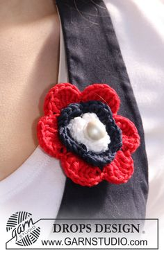 Ravelry: of July flower pattern by DROPS design Crochet Brooch, Knit Or Crochet, Crochet Gifts, Crochet Jewelry Patterns, Christmas Crochet Patterns, Drops Design, Dog Sweater Pattern, Knitted Flowers, Patriotic Crafts
