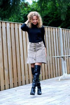 www.streetstylecity.blogspot.com Fashion inspired by the people in the street ootd look outfit sexy high heels legs woman girl skirt miniskirt leather otk boots Leather Skirt #blackhighheelsboots