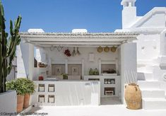 Outdoor kitchen in Puglia, Italy Interior Design Blogs, Backyard Beach, Design Exterior, Greek House, My Dream Home, Home Deco, Beautiful Homes, Outdoor Living, Cottage