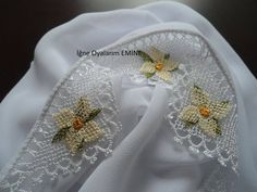 This Pin was discovered by HUZ Point Lace, Needle Lace, Tatting, Elsa, Needlework, Diy And Crafts, Embroidery, Sewing, Jewelry