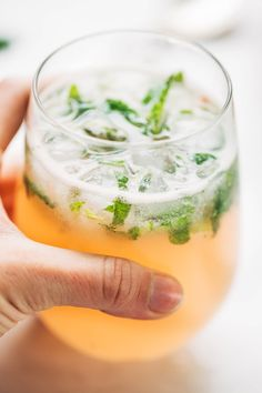 A refreshing Valentine's Day cocktail: Grapefruit Mojito for Two Holiday Drinks, Party Drinks, Fun Drinks, Healthy Drinks, Alcoholic Drinks, Beverages, Healthy Eating, Summer Cocktails, Cocktail Drinks