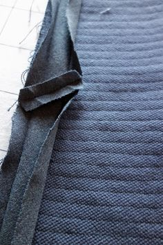Tee-se-itse-naisen sisustusblogi - How to sew faux chenille rug from 6 layers of different kinds of fabrics. Kinds Of Fabric, Chen, Layers, Fabrics, Rug, Diy Projects, Sewing, Fashion, Layering