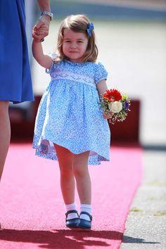 La princesse Charlotte à Berlin et son nœud bleu ciel - La princesse Charlotte prouve que la barrette est l'accessoire le plus mignon du moment - Elle