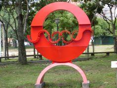 From Wikiwand: Víctor Valera: Ángel Rojo. 1981. Acero calibrado y pintado. Colección de la Galería de Arte Nacional, en exposición permanente en el Parque del Este