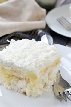 An easy recipe for oist and delicious Coconut Cream Poke Cake filled with coconut cream pudding and topped with a creamy whipped topping. Coconut Poke Cakes, Coconut Desserts, Coconut Recipes, Easy Desserts, Delicious Desserts, Apple Desserts, Lemon Recipes, Fruit Recipes, Beef Recipes