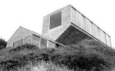 Cecilia Puga: Casa en Bahia Azul [Los Vilos, Chile]