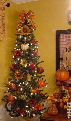 Thanksgiving tree - interesting way to begin preparing for Christmas WITHOUT ignoring Thanksgiving.plus - who doesn't love twinkle lights? Fall Christmas Tree, Thanksgiving Tree, Christmas Tree Themes, Holiday Tree, Thanksgiving Decorations, Holiday Decor, Fall Tree Decorations, Christmas Tree Without Ornaments, Xmas Tree