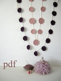 Crochet Flower Pattern Tutorial for a flower garland by TheCurioCraftsRoom. Ideal for beginners.