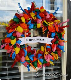 Back to School Balloon Wreath--fun tradition with your kids at the beginning each school year, or great teacher appreciation gift!!