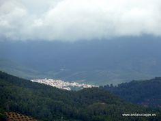 """Jaén - Torres de Albánchez - Parque Natural de las Sierras de Cazorla, Segura y las Villas  Coordenadas GPS: 38º 24' 52"""" -2º 40' 38"""" / 38.414444, -2.677222  Impresiona por su relieve escarpado de media montaña. Paredes rocosas de gran altura se entremezclan con profundos valles y frondosos bosques de pinos laricios. Entre sus picos destacan el de Empanadas y Cabañas con más de 2.000 metros de altitud, siendo el del Yelmo uno de los más frecuentados para la práctica del vuelo libre."""