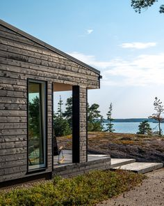 Sunhouse - Modern Prefab Homes @sunhousetalot #mustatalo #kesämökki #lomaasunto #vapaaajanasunto #modernitalo #modernikoti #terassi #summerhouse Dark Grey Houses, Sauna House, Summer Cabins, Scandi Home, Dream House Exterior, Cabins In The Woods, Outdoor Living, Cottage, House Design