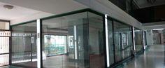 """Locale commerciale al Corso Vittorio Emanuele """"Galleria Marinelli"""", ottimo anche uso ufficio, di 300 mq composto da piano terra di 150 mq e piano ammezzato di altri 150 mq. Ottime condizioni,frazionabile."""