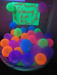 Black Light Themed Party for Kids ~ Growing A Jeweled Rose Black light reactive neon balloons (note: nit all neon stuff will glow so rest it first) Neon Birthday, 13th Birthday Parties, 16th Birthday, Birthday Party Themes, Birthday Ideas, Graduation Parties, Themed Parties, Glow Stick Wedding, Blacklight Party