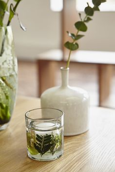 Bring the outside in with these gel candles from@sainsburys. Decorated with sage and linden blossom, they will help you create a summery ambience at home.