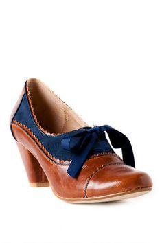 Chelsea Crew Shoes, Madison Oxford Pump in Cognac @Abigail Phillips Regan Truax://www.francescas.com/home.do