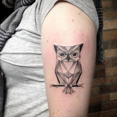 Polygon owl tattoo on the upper arm, by Ivy Saruzi.