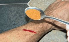 You Didn't Know – Paprika Powder Can Stop Bleeding Within 15 Seconds - Health Gives Life Anxiety Remedies, Natural Remedies For Anxiety, Natural Cures, Natural Healing, Herbal Remedies, Home Remedies, Turmeric Drink, How To Cure Depression, Alternative Medicine