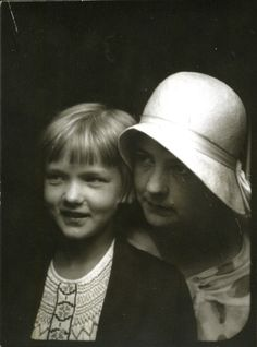 "maudelynn: "" Mother and Daughter 1920s photo booth """