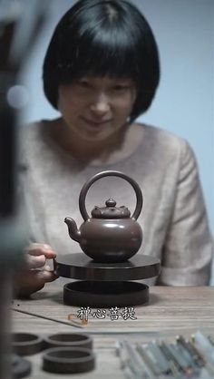 Ceramic Teapots, Ceramic Pottery, Ceramic Art, Tea Pots, Pottery Videos, Amazing Art, Awesome, Wow Art, Cool Inventions