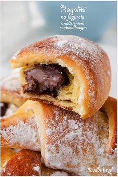 rogaliki drożdżowe na jogurcie Different Types Of Bread, Sweet Little Things, Bread Cake, Polish Recipes, Healthy Sweets, Breakfast Time, Hot Dog Buns, Nutella, Sweet Tooth