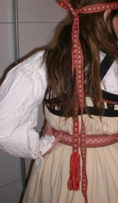Setesdalsbunaden5 - Setesdalsbunad - Wikipedia Folk Costume, Costumes, Going Out Of Business, Norway, Hair Styles, Beauty, Beleza, Dress Up Clothes, Hair Looks